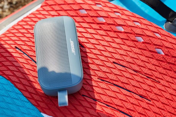 Bose SoundLink Flex Bluetooth speaker ‒ новая всепогодная колонка